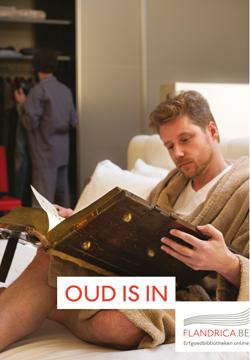 Man lees groot oud boek in bed