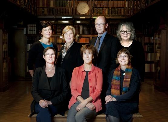 De voorzitter van de Vlaamse Erfgoedbibliotheek en de hoofdbibliothecarissen en directeurs van de zes partnerbibliotheken