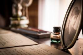 beeld van een brief en een fotokader