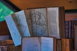 Oude druk met wereldkaart