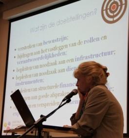 Inge Schoups voor een presentatie van de doelstellingen van DDT-VL