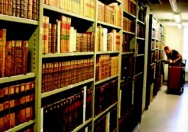 De kasten met de behandelde oude drukken in de boekenkluis