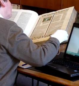 Glossenbijbel, Boekensteun, Unieke laatmiddeleeuwse Bijbel zoekt nieuwe toekomst