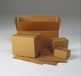 Een aantal kartonnen dozen van verchillende formaten