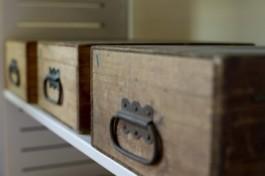 Houten kistjes met glaspositieven