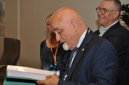 Jan Peumans bladert door het register van #bibvooriedereen