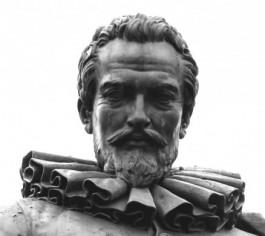 Close-up van het standbeeld van Simon Stevin op het Stevinplein te Brugge
