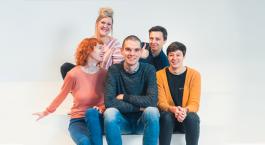 Foto van vijf teamleden van ETWIE