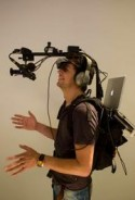 Man met virtualrealitysysteem
