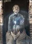 foto van oude vrouw met toverstaf die glittert
