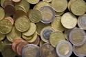 verschillende euromuntstukken op een hoop