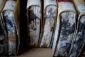 onderkant van beschimmelde boeken door waterschade