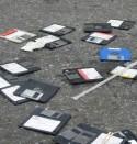 Weggegooide floppy disks op straat