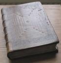 In leer gebonden boek uit kerkelijke collectie
