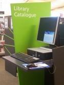Bibliotheekcomputer met catalogus