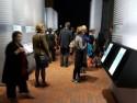 Bezoekers bij de interactieve schermen van Conn3ct op de Frankfurter Buchmesse