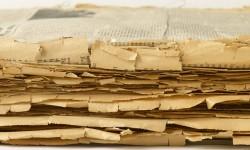 Papier dat schade vertoont