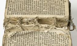 Boek met kapotte bindingen