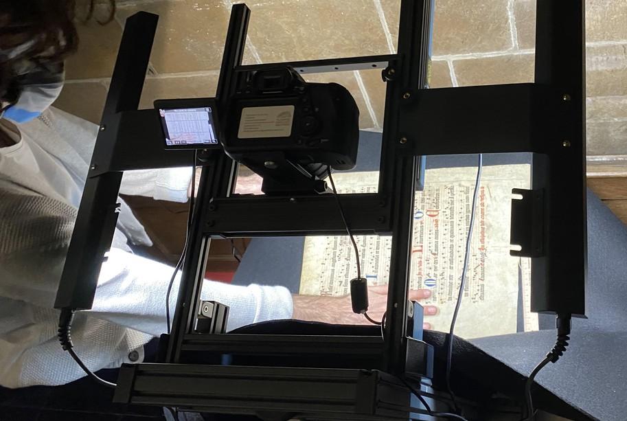 handschrift wordt gefotografeerd in mobiele fotostudio